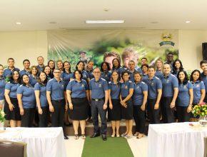 Os participantes renovados para o trabalho