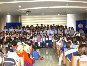 Apresentação musical do coral de alunos da unidade