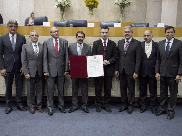 Pastor Domingos Sousa recebeu título de cidadão paulistano na noite desta quinta, 15 de setembro [Foto: Augusto]