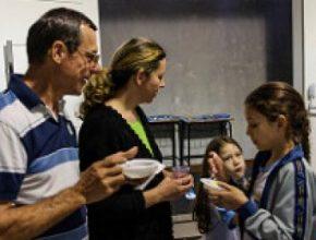 Pais do Colégio Adventista Zona 4 de Maringá - PR recebem orientações para uma alimentação anticâncer