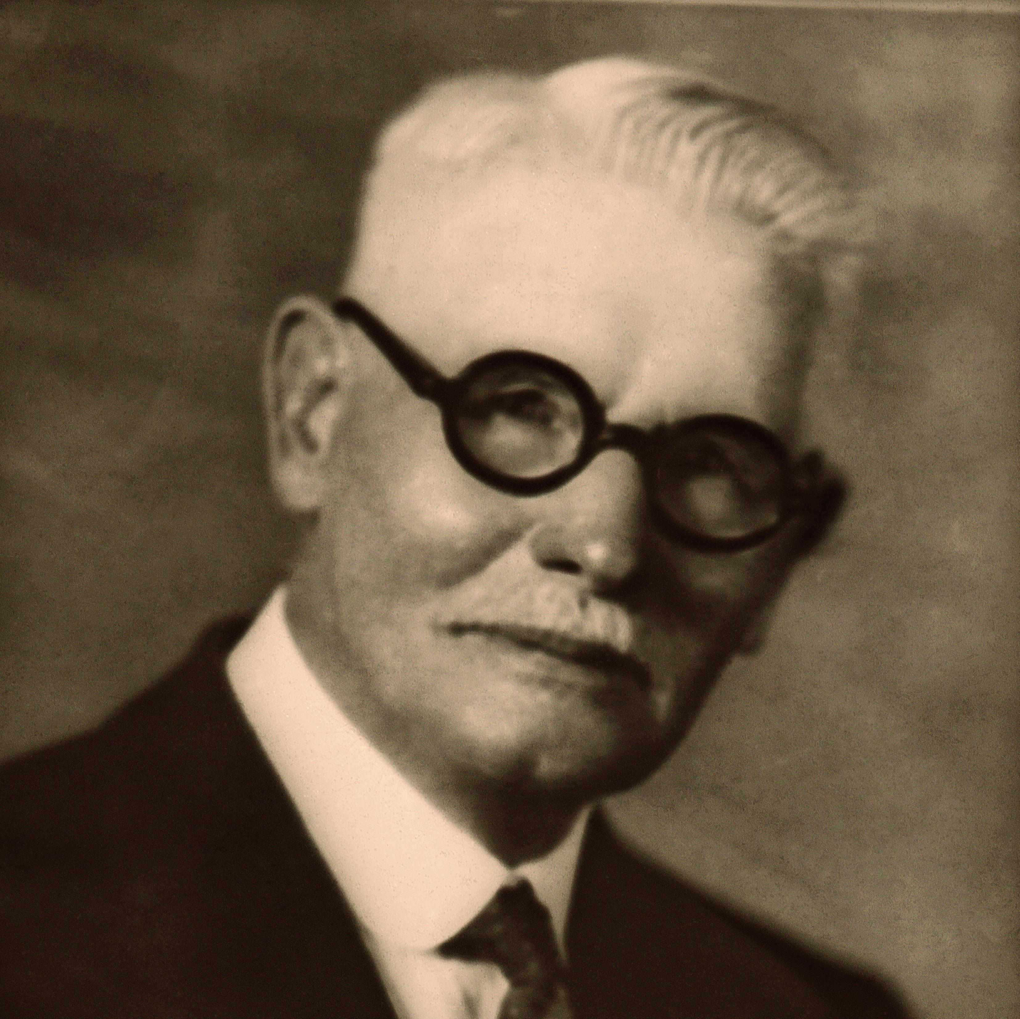 O primeiro pastor a chegar às terras sul-americanas foi Frank H. Westphal (1858-1944), enviado como presidente da Missão Costa Leste da América do Sul, que abrangia a Argentina, o Brasil, Uruguai e Paraguai.