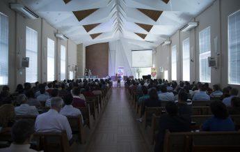 Pastor Edison Choque dando palestra no Encontro de Anciãos e Professores.