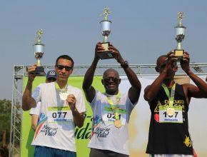 Ranking masculino: 1º lugar Celio Machado (ao centro), 2º lugar Alessandro Pantaleão (dir) e 3º lugar Wagner Faria (esq).