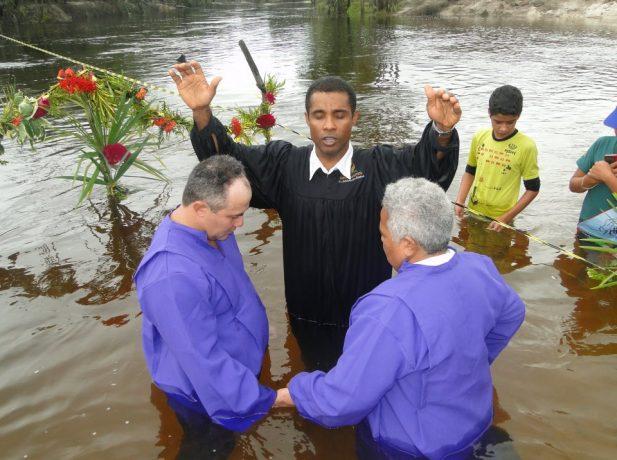 Quando realiza batismos no mês de setembro, o pastor Adelson lembra do seu