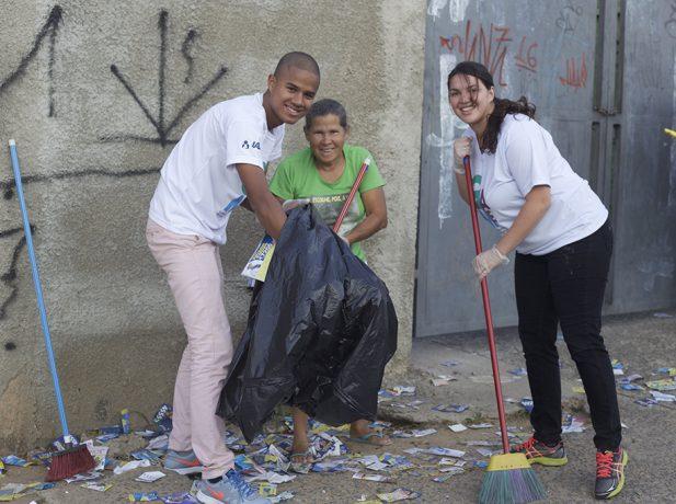 Jovens dos campi de Engenheiro Coelho e Hortolândia limparam entorno de seções eleitorais de Campinas, Artur Nogueira e Engenheiro Coelho