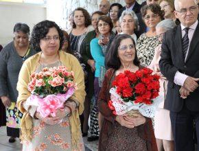 A Gerontóloga Noely Cibeli recebe homenagem junto a mãe e também fundadora do Proami, Nilda Silva