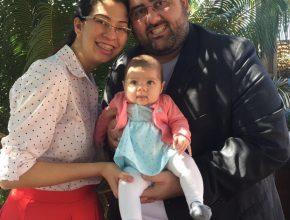 José Lino com a esposa Juliana Dias e a pequena Júlia, de quatro meses. Hoje é líder da igreja em Bataguassu, região leste do estado.
