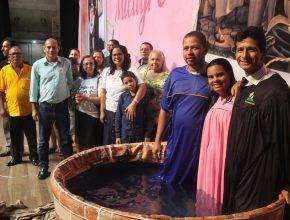 O Evento foi encerrado com o batismo de Marcelo e Rita. Foto: Tiago Nascimento