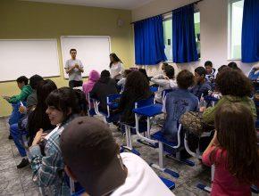 Professores voluntários dando dicas para o Enem.