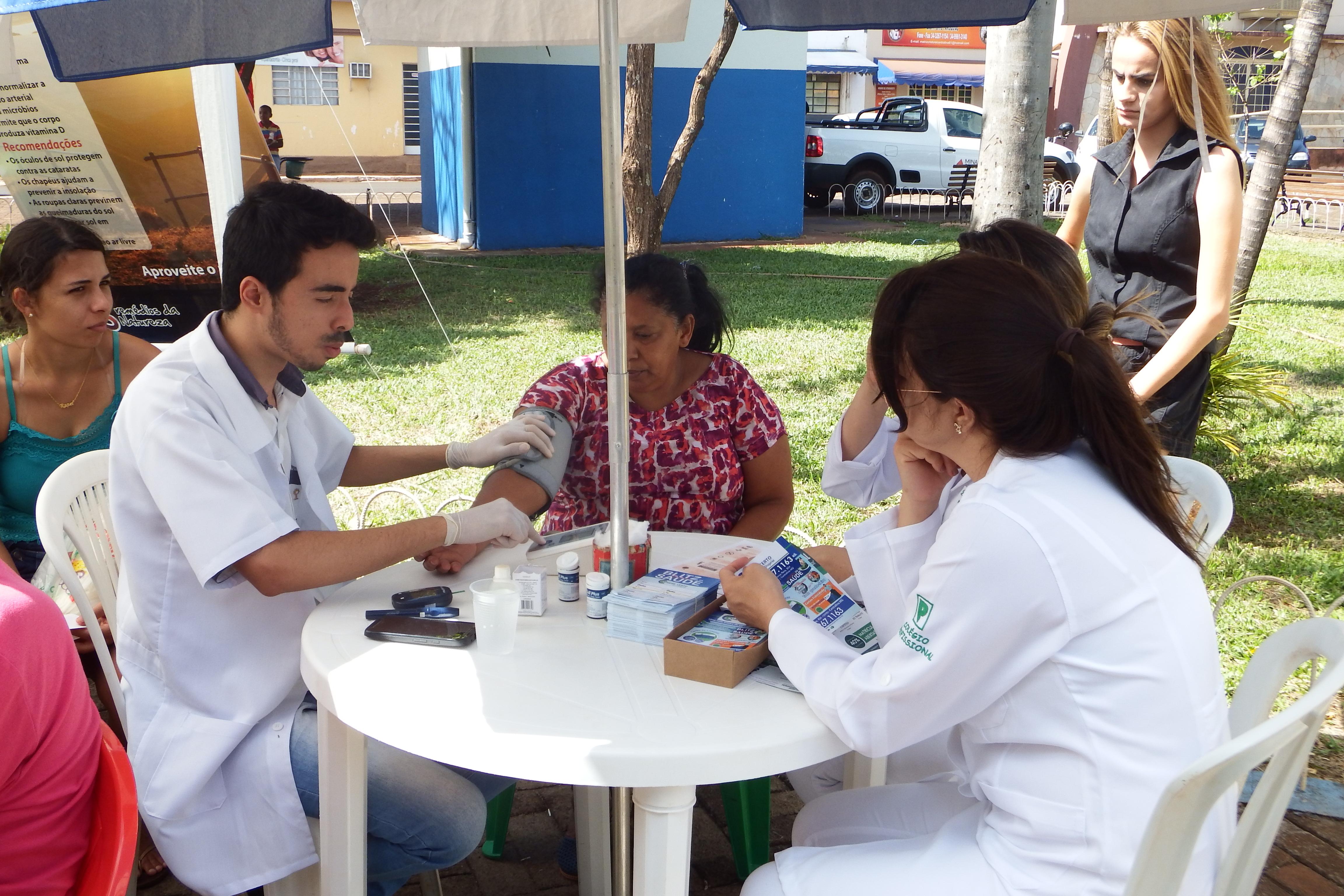 População teve acesso a serviços de saúde gratuitamente (Foto: Nanda Pertylle)
