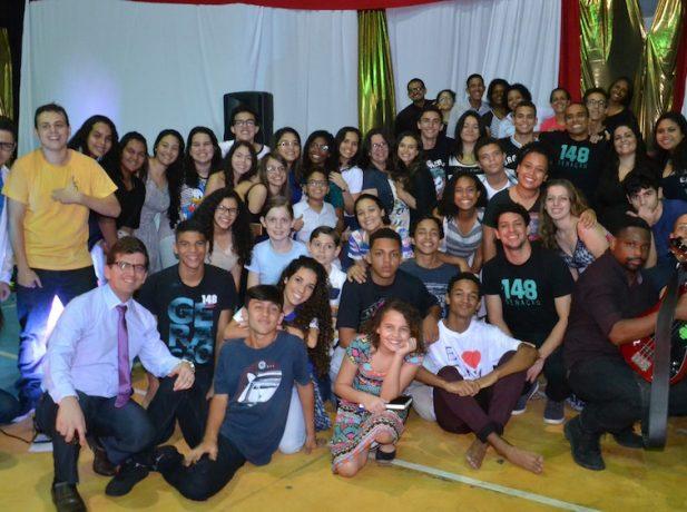 Batismo aconteceu no último dia 13, com 13 pessoas entre alunos e familiares. (Fotos: Márcia Cavalcante)