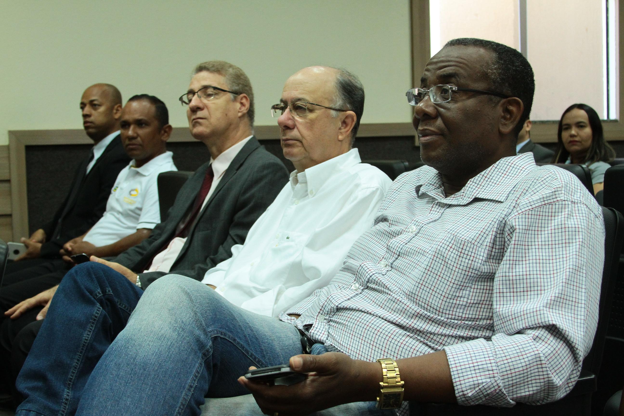 prefeito-jose-ronaldo-no-culto-de-gratida%cc%83o-da-abac