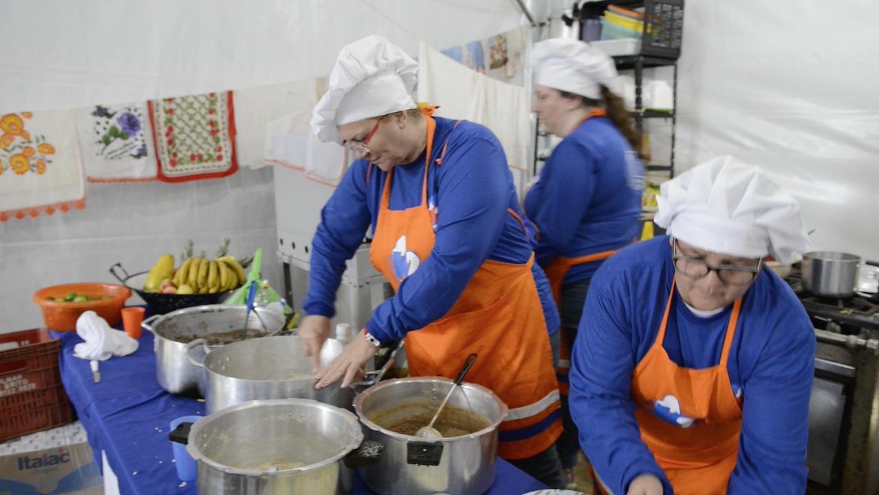 Cozinheiras voluntárias do do Clube de Desbravadores K2