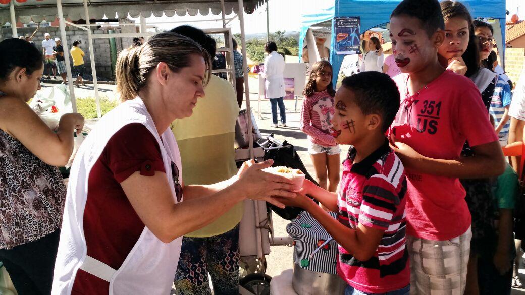 Rua da Alegria reúne voluntários com a proposta de oferecer serviços gratuitos a comunidades carentes
