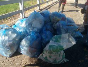 Mais de 40 sacos de 50 litros (cada) foram recolhidos com lixo e entulhos