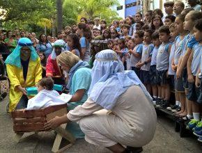 A cantata foi realizada em plena praça Saens Pena, no bairro da Tijuca.