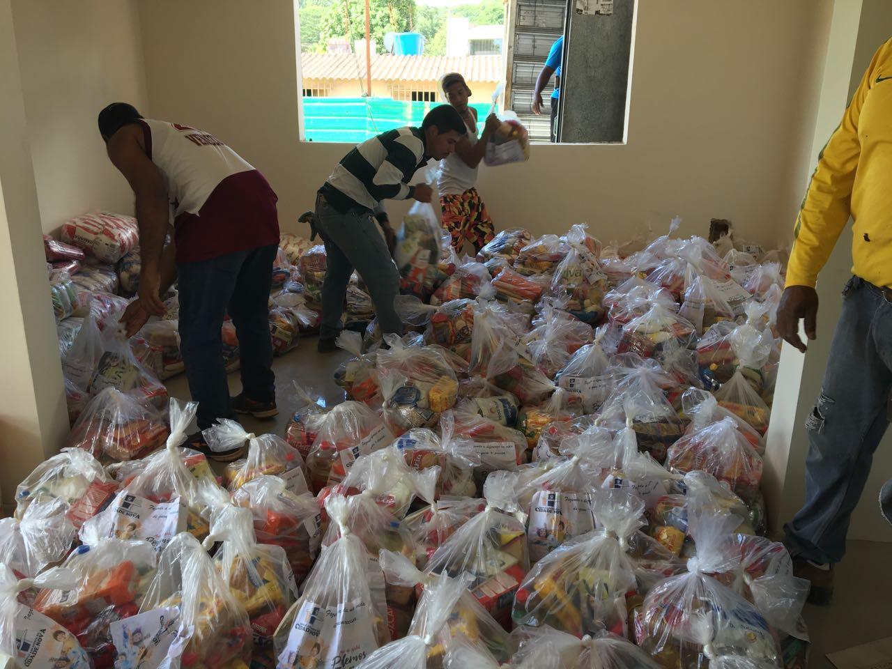4f510afee8 Famílias venezuelanas recebem doações de alimentos - Notícias ...