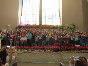 Jovens que participarão da Missão Calebe no Rio de Janeiro se apresentaram.