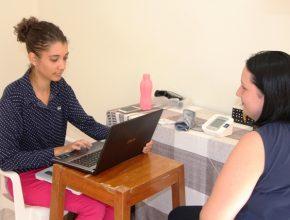Atendimento gratuito com nutricionista voluntária no projeto Oficina do Coração - uma iniciativa da IASD Guanandi para a comunidade onde a igreja está localizada.