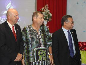 Da esquerda para a direita: Pr. Carlos Hein (DSA), Pr. Irineo Kock (DOA) e Pr. Raildes Nascimento