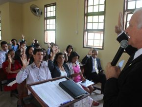 fieis-assumem-compromisso-com-a-igreja-em-nova-fase