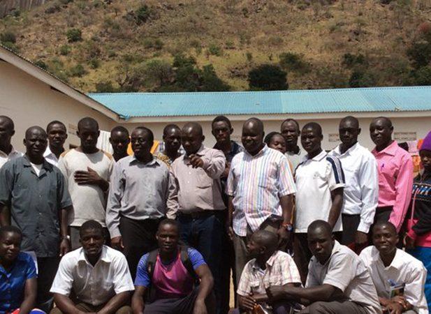 Jovens-usam-Facebook-para-alcancar-pessoas-em-areas-rurais-de-Uganda