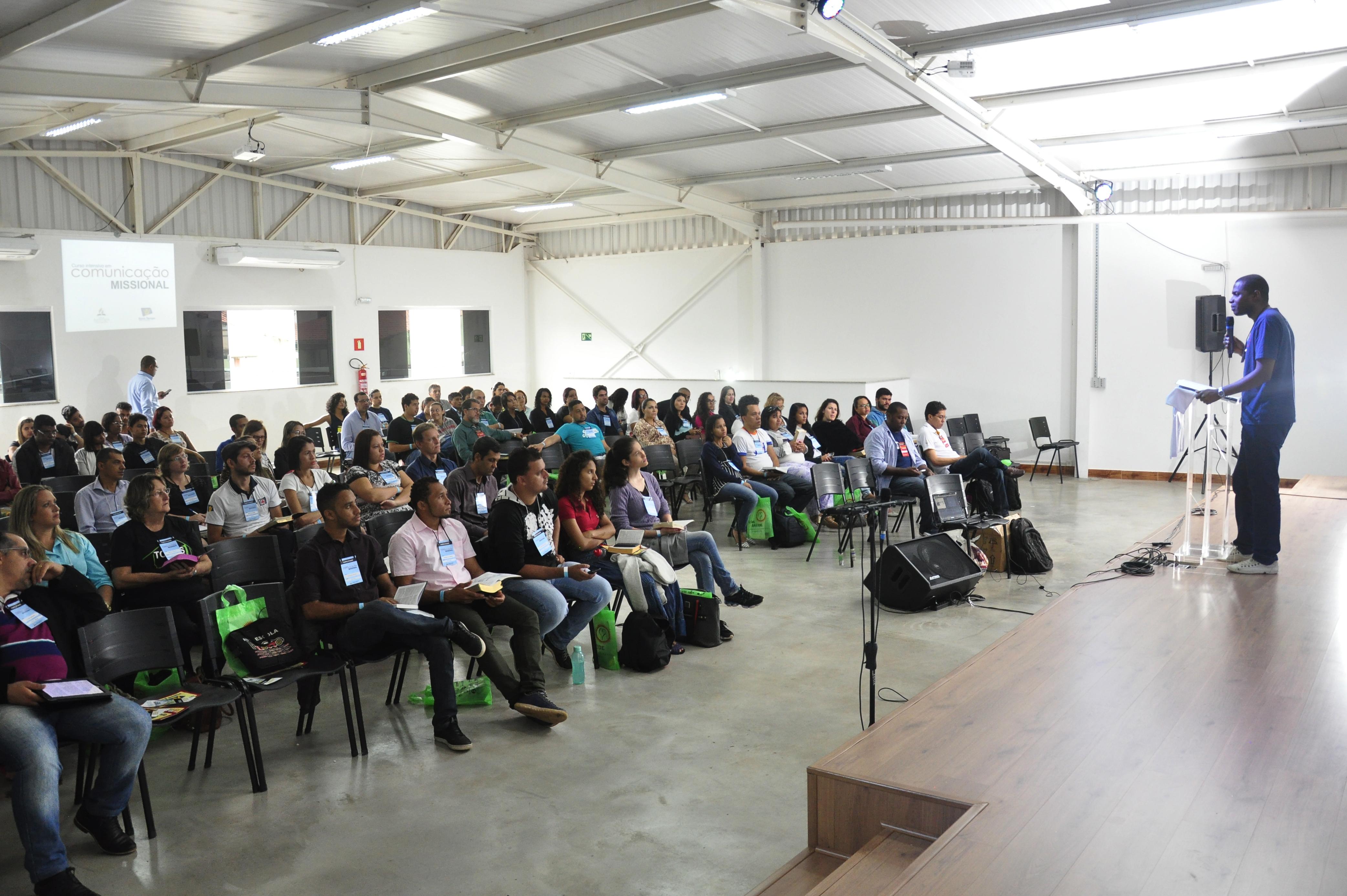 Curso reuniu aproximadamente cem pessoas de cidades do Triângulo Mineiro (Foto: Harley França)