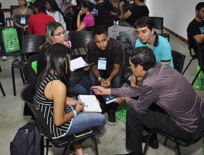 Participantes foram separados em grupos e desenvolveram planejamento estratégico com os conhecimentos adquiridos ao longo do evento (Foto: Harley França)