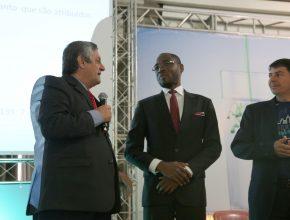 Pr. Vinte, da União Nordeste da Angola, esteve presente e contou um pouco das experiências do seu país.