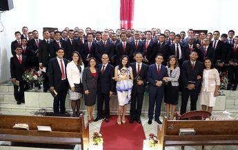 Pastores da Associação Sul do Pará prestigiam a cerimônia.