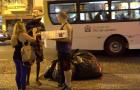 Voluntários levam amor e alimentos para moradores de rua no Rio