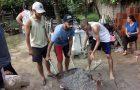 Voluntários constroem casa para família que vivia em situação de pobreza extrema