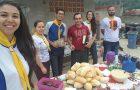 Desbravadores homenageiam trabalhadores no Dia do Gari
