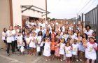 Servidores da Igreja distribuem livros no Vale do Amanhecer