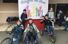 Estudantes vivenciam modalidades adaptadas a pessoas com necessidades especiais