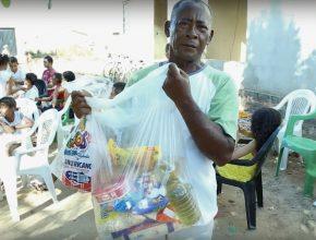 """Osmar leva alimentos """"comprados"""" com dinheiro calebe."""