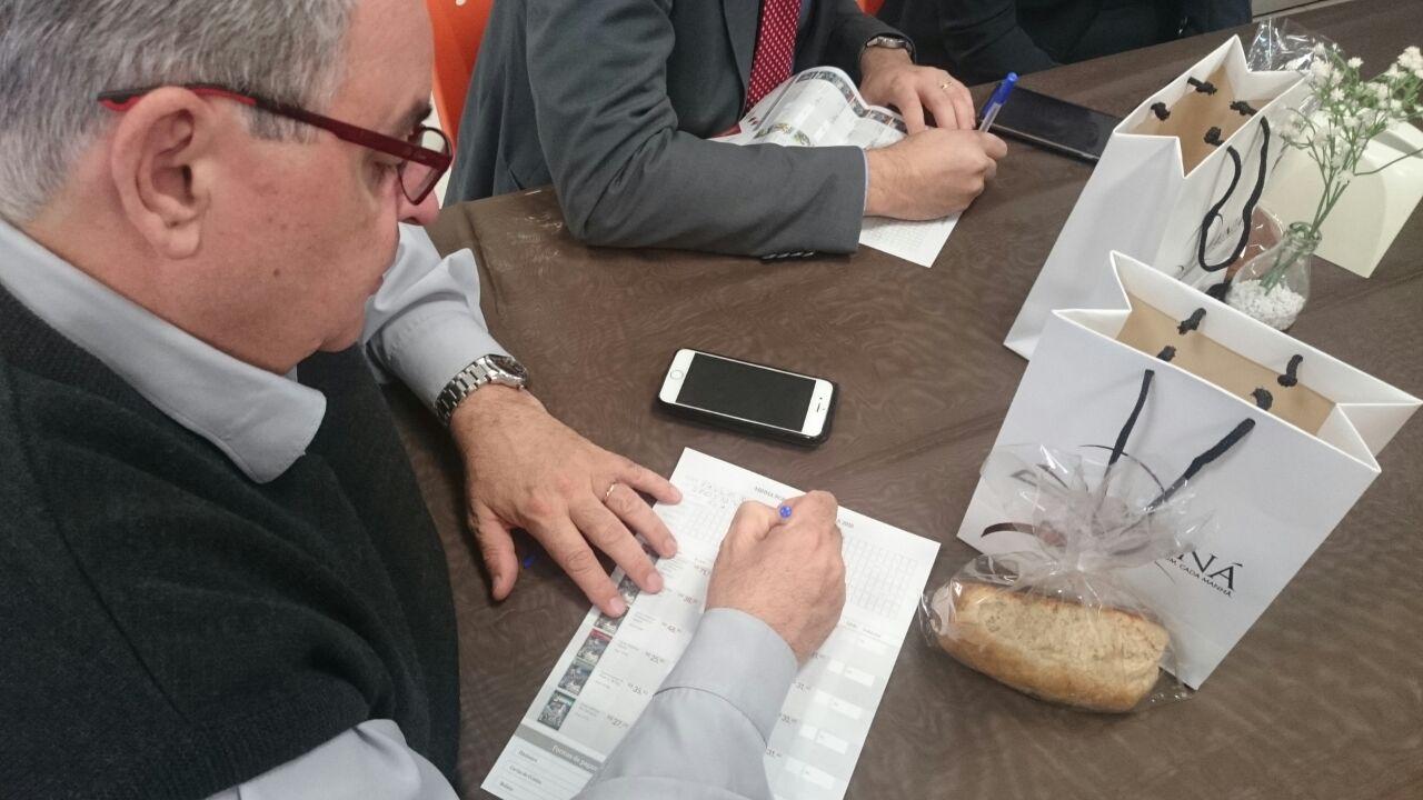 Mutirão de assinaturas das lições da Escola Sabatina é lançado a servidores da Igreja em Ijuí