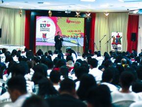 Comportamento e internet são assuntos abordados no congresso para adolescentes em Manaus, Am