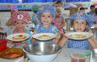 Alunos aprendem hábitos saudáveis em aulas de culinária