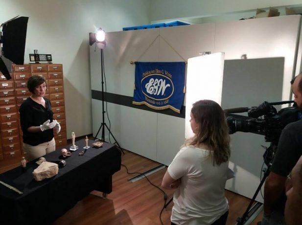 Equipe da Record Tv durante gravações com a Dra. Christie Chadwick no Unasp.