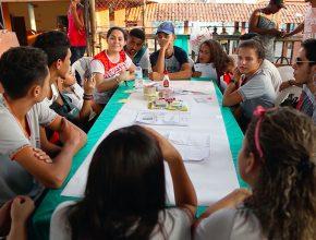Alunos da Escola Estadual Geraldo Veloso sempre oram junto com o professor Givanildo.
