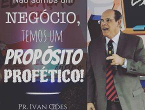 Pastor Ivan Góes conduziu momento de reflexão e de oração.