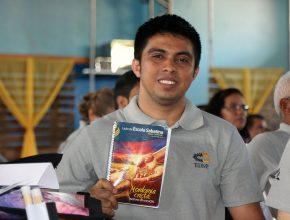 Auri acredita que estudar a Lição da Escola Sabatina também significa fidelidade à Deus.
