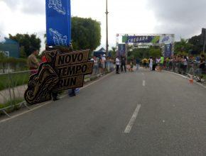 Participantes da corrida e caminhada receberam medalha