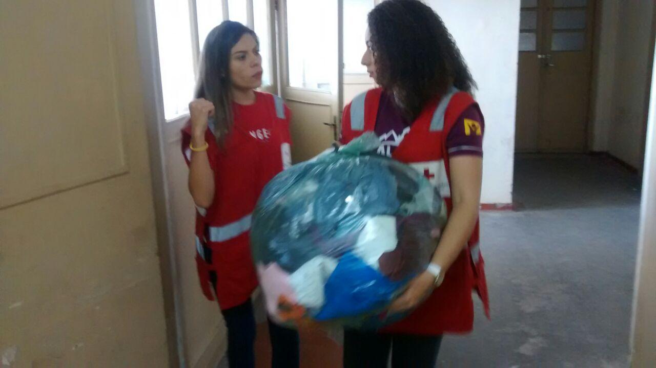 Voluntários atenderam ao chamado das autoridades e não perderam tempo para ajudar a reduzir sofrimento dos afetados pelo desabamento