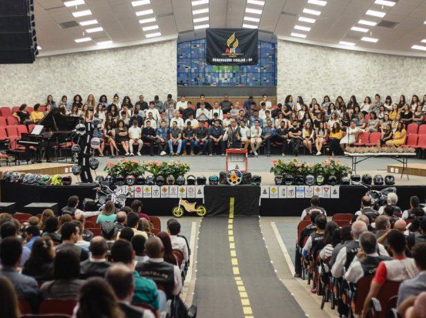 Mais de 1.200 pessoas acompanharam a celebração de lançamento do Adventist Motorcycle Ministry de Engenheiro Coelho.