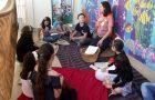Jovens dedicam parte de suas férias em projeto beneficente