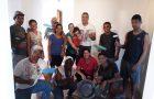 Alunos da Escola Sabatina pintam casa de forma voluntária em Patos de Minas