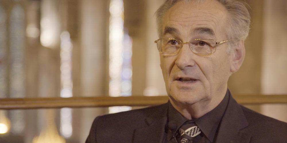 John Walton, professor de química da Universidade de St. Andrews, especialista em radicais livres, durante entrevista para o último episódio da série patrocinada pelo Instituto de Pesquisa de Geociências (Foto: Reprodução)