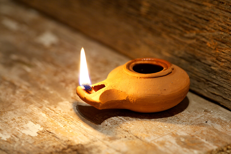 Lâmpada utilizada nos tempos bíblicos (Foto: Shutterstock)